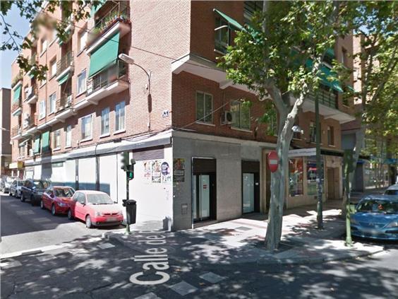 Magnifico local en chaflán en la C/ Alcalá